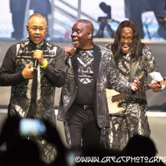 BrooklynVegan Publishes Earth, Wind & Fire and Chic featuring Nile Rodgers Photos